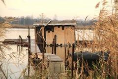 коттедж Пост-apo на озере Стоковые Изображения