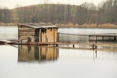 коттедж Пост-apo на озере Стоковое фото RF