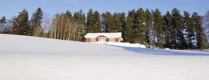 Коттеджи в снежном сезоне зимы Стоковая Фотография