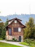 Коттедж в парке Цюриха Стоковые Изображения RF