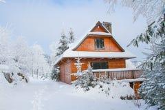 Коттедж горы в зиме Стоковая Фотография RF