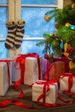Коттедж рождества вполне подарков Стоковое фото RF