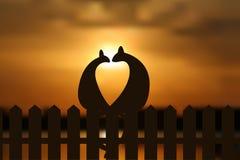 Коты в силуэте влюбленности на заходе солнца обнести Иллюстрация вектора EPS Стоковые Фото