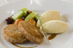 Котлета и картошки с овощами Стоковое Изображение RF