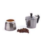 Кофеварка гейзера изолированная на белой предпосылке Стоковые Изображения RF