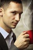 кофейная чашка имея человека Стоковое фото RF