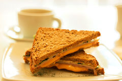 Кофейная чашка и здравица с сыром Стоковая Фотография