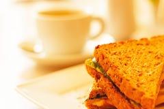 Кофейная чашка и здравица с сыром Стоковые Изображения