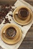 Кофейная чашка и кофейные зерна взгляд сверху Стоковое Изображение RF