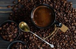 Кофейная чашка и кофейные зерна Взгляд сверху Стоковая Фотография
