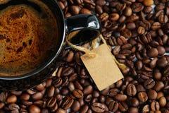 Кофейная чашка и кофейные зерна Взгляд сверху Стоковые Изображения