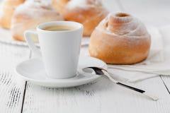 Кофейная чашка и печенья с открытым космосом Стоковые Фото