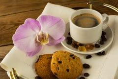 Кофейная чашка и печенья Стоковые Изображения