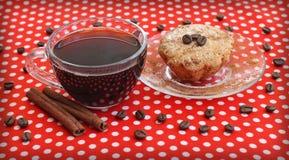 Кофейная чашка и торт на поддоннике Стоковое Изображение RF