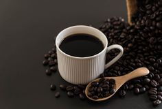 Кофейная чашка и фасоли Стоковое Изображение RF