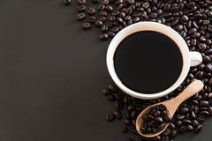Кофейная чашка и фасоли Стоковое Изображение