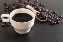 Кофейная чашка и фасоли Стоковые Изображения