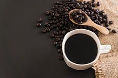 Кофейная чашка и фасоли Стоковая Фотография