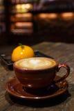 Кофейная чашка, кофейная чашка в кофейне Стоковые Изображения RF