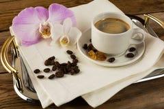 Кофейная чашка на подносе сервировки Стоковое Изображение