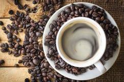Кофейная чашка на столешнице Стоковое Изображение