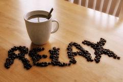 кофейная чашка ослабляя Стоковые Фотографии RF