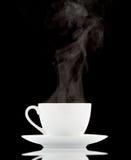 кофейная чашка предпосылки черная над белизной Стоковое Изображение