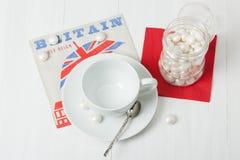 кофейная чашка пустая Салфетка великобританского символа бумажная помадки Белизна сватает Стоковая Фотография