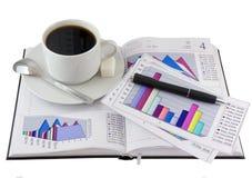 Кофейная чашка, стойка на открытом личном устроителе. стоковые изображения rf