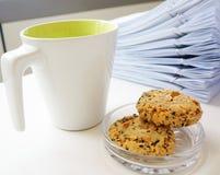 Кофейная чашка с печеньем для пролома Стоковое Изображение