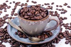 кофейная чашка фасолей вполне установила нержавеющую сталь ложки поддонника Стоковые Изображения RF