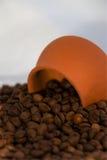 кофейная чашка фасолей керамическая Стоковая Фотография