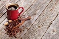 Кофейная чашка, фасоли и желтый сахарный песок Стоковые Фотографии RF