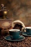 Кофейная чашка, фасоли и старый точильщик Стоковая Фотография RF