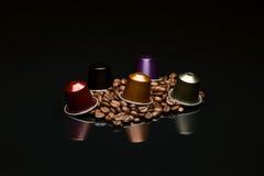 Кофейная чашка фасоли с капсулой Стоковые Фотографии RF