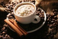 кофейная чашка циннамона Стоковые Изображения