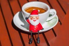 Кофейная чашка эспрессо Санта Клауса Стоковая Фотография