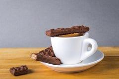 Кофейная чашка эспрессо с печеньями шоколадов Стоковое Фото