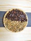 Кофейное зерно 2 цветов Стоковые Фото