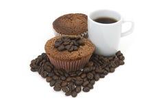 Кофейные зерна, булочка и кофейная чашка Стоковое Фото