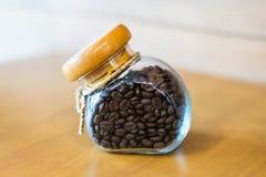 Кофейные зерна в бутылке Стоковые Изображения RF