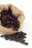 Кофейные зерна в мешке Стоковые Изображения