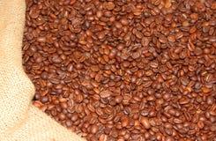 Кофейные зерна в мешочке из ткани Стоковые Фото