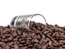 Кофейные зерна в стеклянной съемке Стоковое Изображение