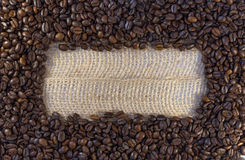 Кофейные зерна и космос экземпляра стоковые фотографии rf