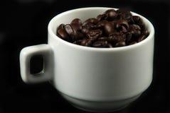 Кофейные зерна и чашка Стоковая Фотография
