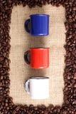 Кофейные зерна и чашки Стоковые Изображения RF