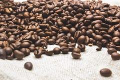 Кофейные зерна, мешковина Стоковое фото RF
