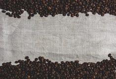Кофейные зерна, мешковина Стоковое Изображение RF