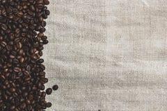 Кофейные зерна, мешковина Стоковые Фото